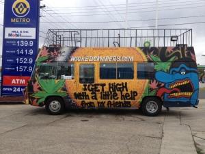 Un des véhicules rapatriés par JC pour Wicked Camper